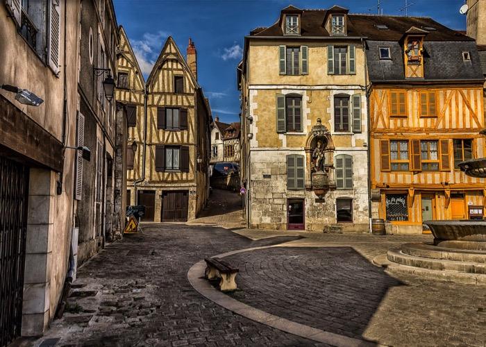Visite de village et de vigne en Bourgogne lors d'un voyage en comité d'entreprise autour du vin et de la gastronomie