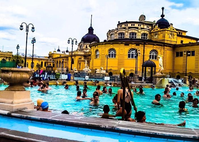 Profitez des thermes de Budapest lors d'un séminaire en Hongrie autour de la gastronomie et du vin