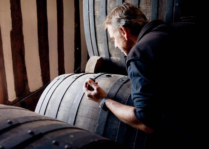 visite de production de calvados et cidre lors d'une incentive en Normandie autour de la gastronomie et du vin