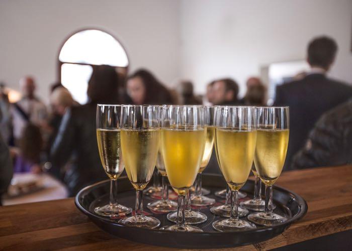 service, champagne, dégustation, coupe de champagne, équipe, évènement d'entreprise