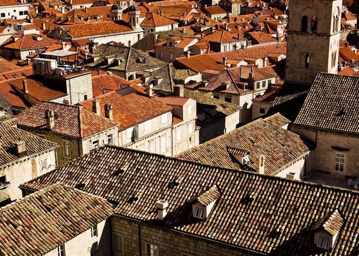 Balade dans les rues de Dubrovnik lors d'incentive en Croatie et découverte des vins et de la gastronomie locale