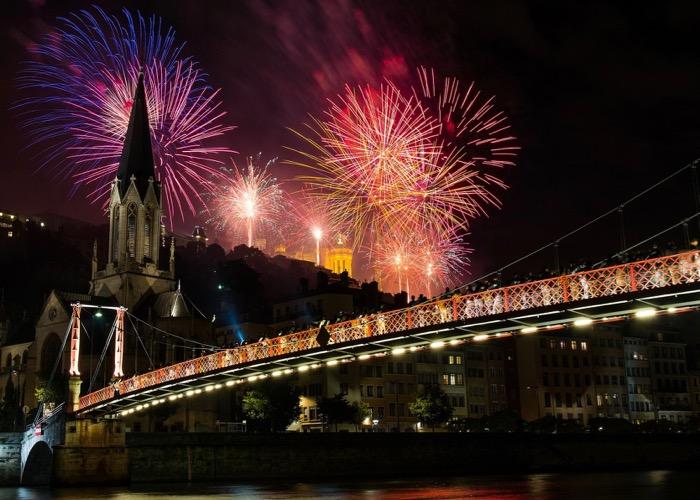 Lyon ; Fourvière ; feu d'artifice ; fireworks ; séminaire ; activité ; tourisme ; équipe