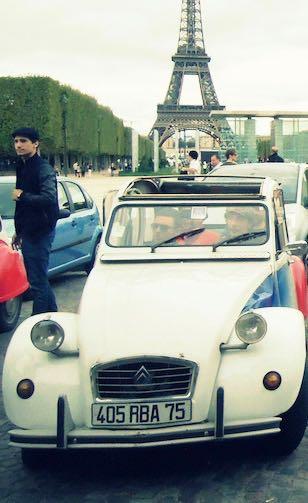 rallye ; 2cv ; Paris ; tour eiffel ; équipe ; wine tour ; gastronomie ; vin