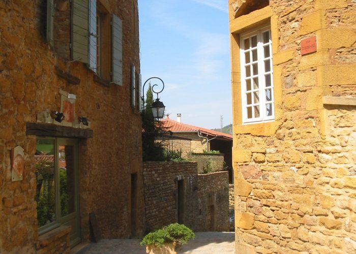 Visite de la ville de Oingt pendant un séminaire en Beaujolais