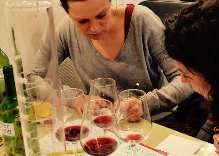 atelier ; création ; vin rouge ; activité ; team building ; wine passport ; évènement
