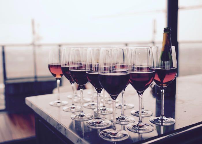 groupe, dégustation, cave, cellar, vin, robe, nez, bouche, arôme, présentation vin, sommelier, animation, évènement d'entreprise, vin, champagne rosé,