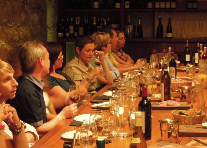 dégustation ; gastronomie ; vin ; accords mets et vins ; rallye pédestre ; activité ; gastronomique ; team building