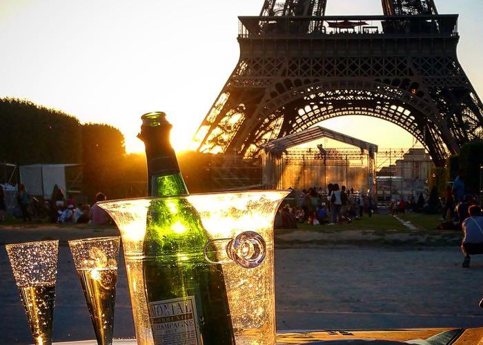 Dégustation champagne ; Tour Eiffel ; Paris ; création ; vin ; team building
