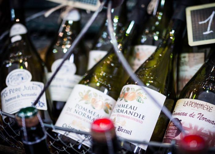 dégustation de pommeau, cidre et calvados lors d'une incentive en Normandie autour de la gastronomie et du vin