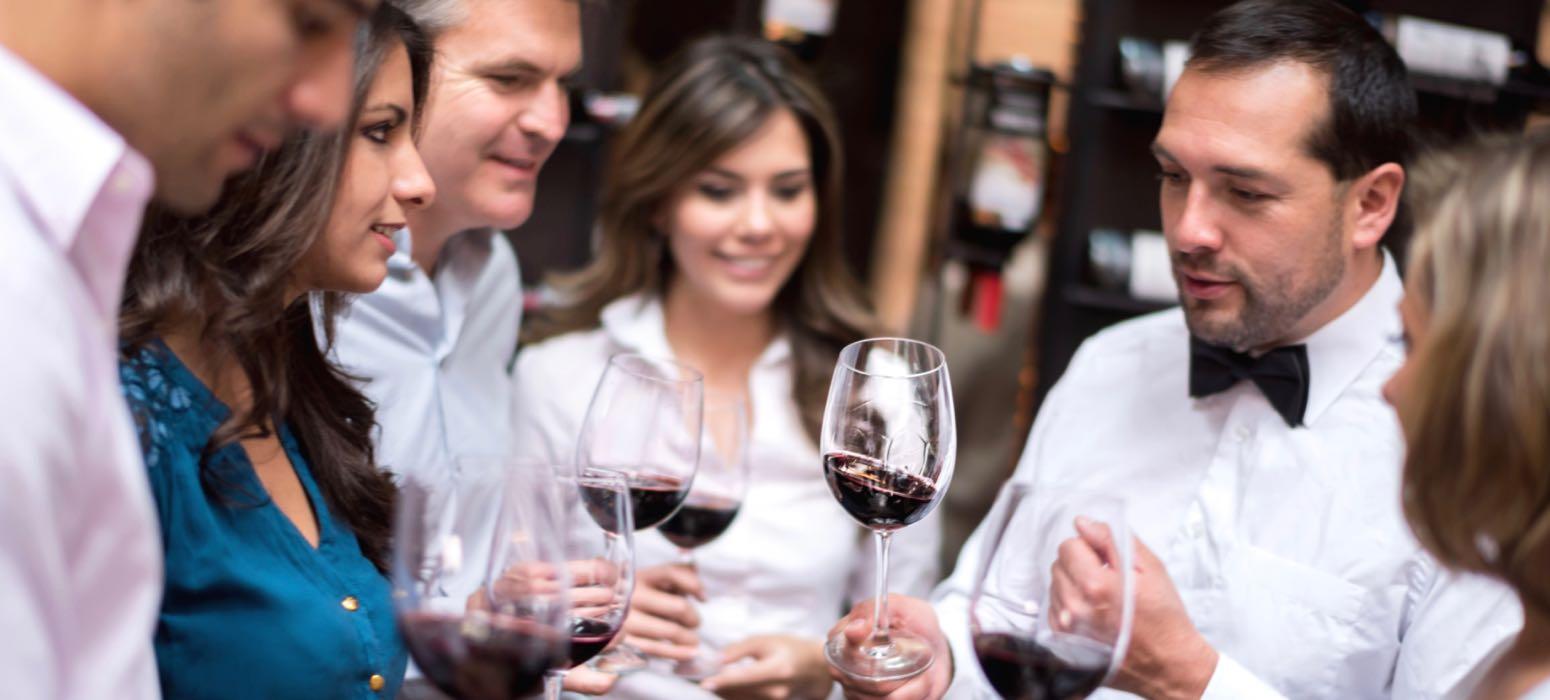 groupe, dégustation, cave, cellar, vin, robe, nez, bouche, arôme, présentation vin, sommelier, animation, évènement d'entreprise